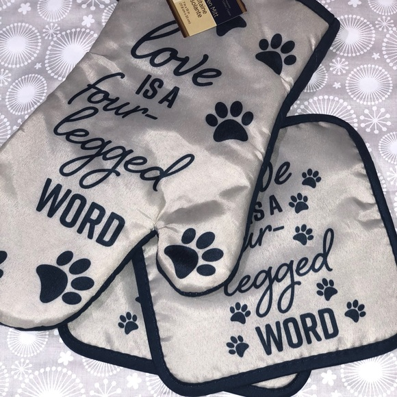 """Oven mit&pads """"Love is a four legged word"""""""